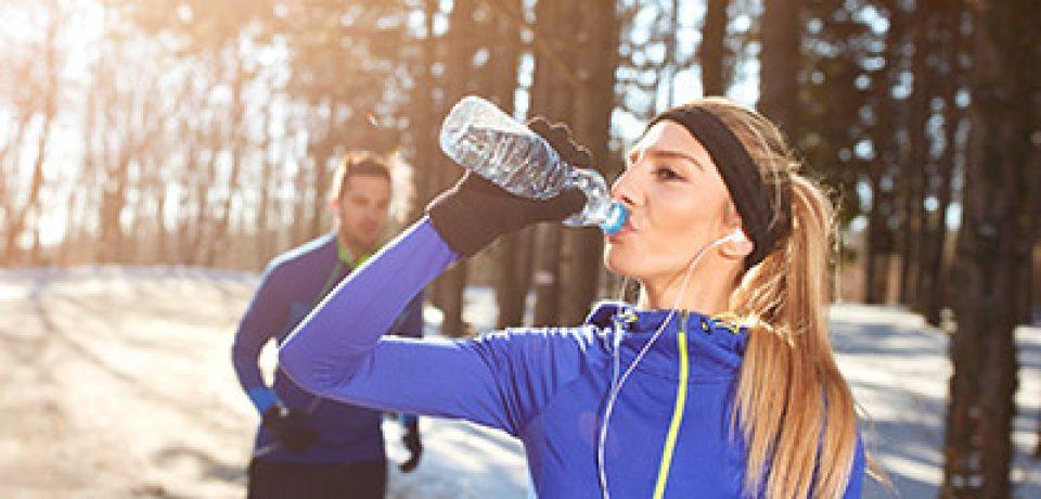 Как правильно пить воду зимой?