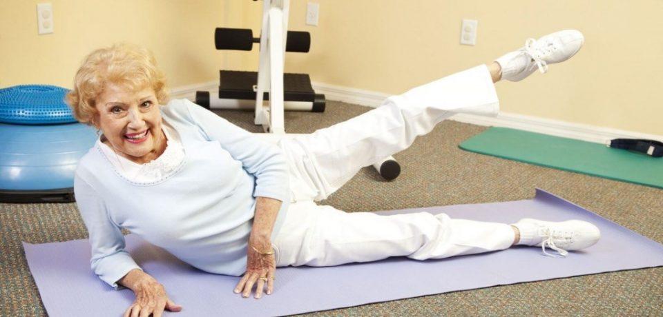 Как часто должны двигаться пожилые женщины